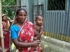 Source: Flickr (IFPRI South Asia)  Mother and child in Saturia, Bangladesh