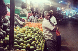 Fruits vendors in Chittor, Andhra Pradesh.  Source (Flickr): Pallavi R, IFPRI